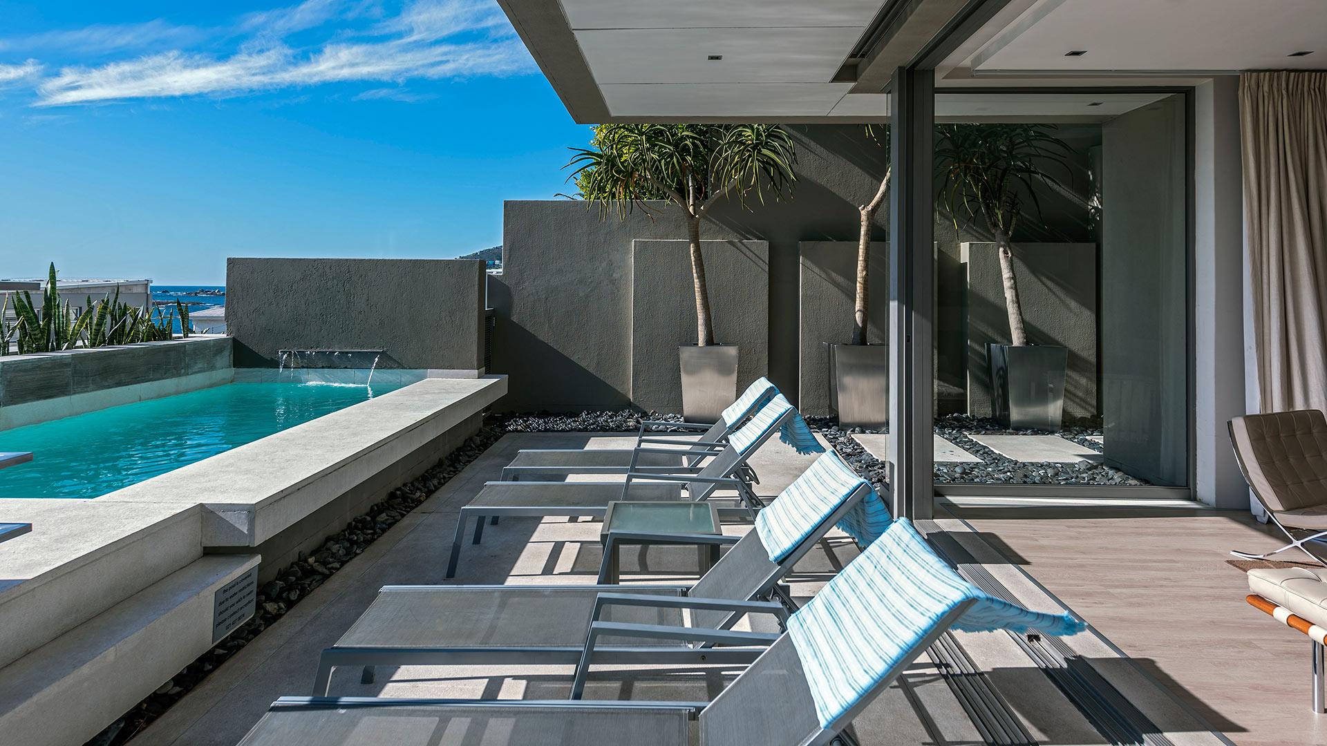 blue-views-luxury-villa-penthouse-accommodation-camps-bay-3