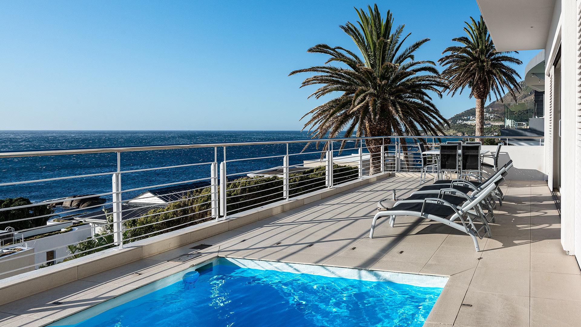 blue-views-luxury-villa-penthouse-accommodation-camps-bay-4