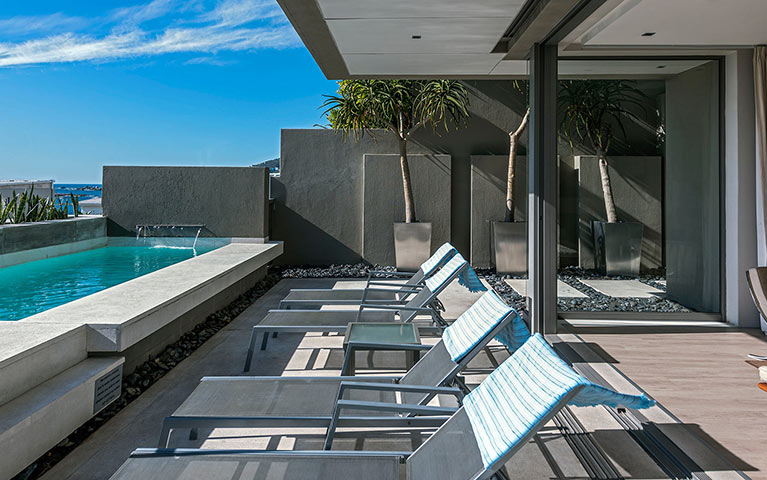 blue-views-luxury-villa-penthouse-accommodation-camps-bay-mobile-3
